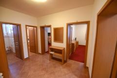 Apartmán A - předsíň se vstupem do ložnic, kuchyně a soc.zař.