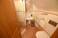 Apartmán C - koupelna č. 1 s WC