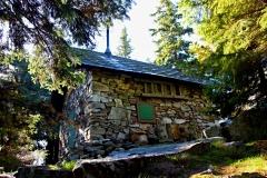 Kamenná bouda pod Velkým kotlem